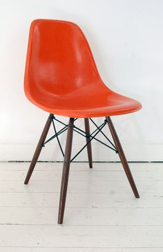 Eames Herman Miller - DSW - Fiberglass shell with new reproduction dowel base chair