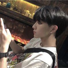 𝕔𝕙𝕒𝕚𝕪𝕦𝕟𝕜𝕚 ︴two block! Cute Asian Guys, Cute Korean Boys, Asian Boys, Cute Guys, Korean Boys Ulzzang, Ulzzang Couple, Ulzzang Boy, Beautiful Boys, Pretty Boys
