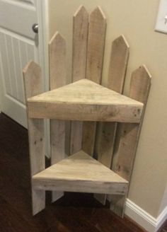DIY furniture projects with wooden pallets - pallet corner shelf # Pallet furniture 1001 Pallets, Recycled Pallets, Wooden Pallets, Recycled Wood, Wooden Diy, Pallet Wood, Outdoor Pallet, Wooden Crafts, Pallet Lounge