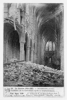 Nef de la Cathédrale de Soissons bombardée lors de la Première Guerre Mondiale. Medieval Gothic, European History, Gothic Art, Our Lady, Brooklyn Bridge, Arches, Art And Architecture, Abandoned, France