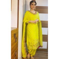 Best Trendy Outfits Part 9 Patiala Suit Designs, Kurta Designs Women, Kurti Designs Party Wear, Choli Designs, Lehenga Designs, Punjabi Suits Designer Boutique, Indian Designer Suits, Boutique Suits, Punjabi Suits Party Wear