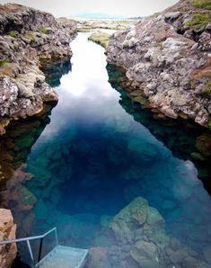 A fissura de Silfra – Islândia - Localizado no Lago Thingvallavatn, no Parque Nacional Þingvellir na Islândia, Silfra é uma fenda que faz parte da fronteira tectônica divergente entre a América do Norte e da Eurásia.