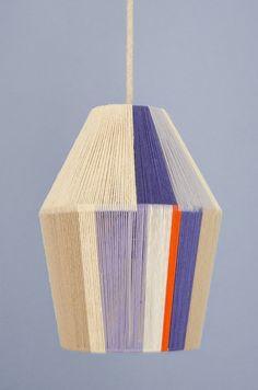 How to light boring lampshades: 15 DIY ideas- Wie man langweilige Lampenschirme beleuchtet: 15 DIY-Ideen How to light boring lampshades: 15 DIY ideas - Diy Design, Diy Luz, Luminaria Diy, Lampe Art Deco, I Love Lamp, Ideias Diy, Luminaire Design, Weaving Techniques, Lampshades