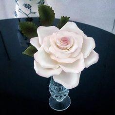 Sugar Rose, Candy, Chocolate, Baking, Flowers, Plants, Instagram, Food, Patisserie