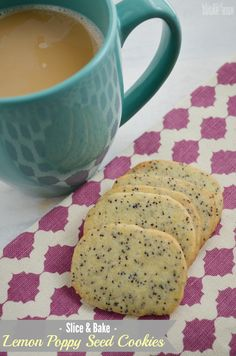 Slice and Bake Lemon Poppy Seed Cookies: This slightly crunchy and refreshing cookie is perfect for dunking in your coffee and tea. The dough freezes well and is easy to just slice and bake later! (Christmas Bake To Freeze) Icebox Cookies, Tea Cookies, Lemon Cookies, No Bake Cookies, Basic Cookies, Crazy Cookies, Chip Cookies, Toffee, Poppy Seed Cookies