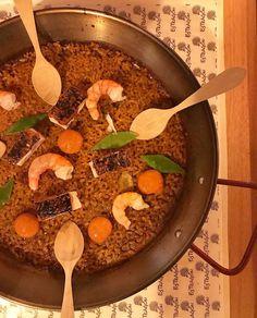 Arroz seco de Morena su Chicharrón y ensaladita de Vainas. #gastronomia #ibizasabor17