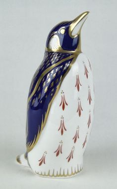 Royal Crown Derby ~ Porcelain fiigural emperor penguin ~ Aprox. 5 1/2 inches long