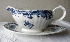 Villeroy and Boch Blue Valeria Pattern Small Sauce Boat with Dish