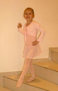 ♥ Luusmeitlifashion ♥: Ballettwickeljacke nach dem Schnittmuster Antonia von Farbenmix Anleitung DIY Nähen http://muggelchens-kuschelwear.blogspot.ch/2011/01/ballettwickeljacke-nach-antonia.html Ballett Wickeljacke