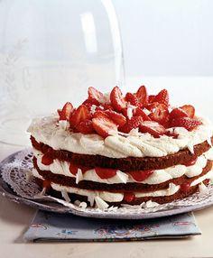 Rezept für Erdbeer-Schokoladen-Torte bei Essen und Trinken. Und weitere Rezepte in den Kategorien Eier, Käseprodukte, Milch + Milchprodukte, Obst, Alkohol, Kuchen / Torte, Backen, Kochen.