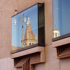 Banca Popolare di Verona. Verona, Italy. Carlo Scarpa design 1973-8. Completed 1981 by Arrigo Rudi (after Scarpa's death).