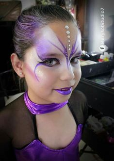 Loretta: Reversing dark and light colours depending on the colour scheme – Maquillaje - Ariadne Schwarz - Girl Face Painting, Face Painting Designs, Body Painting, Face Painting Tutorials, Butterfly Face Paint, Butterfly Makeup, Kids Makeup, Makeup Art, Makeup Ideas