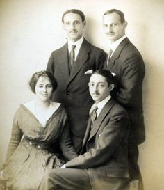 Otto Frank (standing, right) with his siblings Robert, Leni, and Herbert, Germany, 1915.