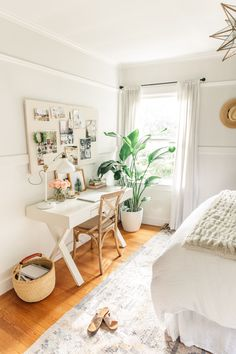 Holiday Home Tour on the Glitter Guide - Harlowe James Guest Room Office, Home Office Space, Home Office Design, Home Office Decor, Home Decor, Room Ideas Bedroom, Home Bedroom, Bedroom Decor, Desk In Bedroom
