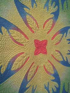 close up, Tiare Tiare Moorea E by Yachiyo Katsuno (Setagaya, Tokyo Japan). 2013 Houston IQF, photo by Quilt Inspiration