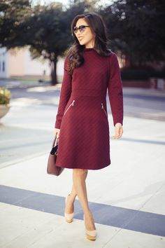 The perfect fall dress: burgundy with pockets and warm like a sweater dress