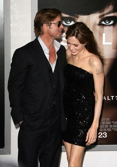 Brad whispering sweet nothings in AJ's ear. Brad And Angelina, Brad Pitt And Angelina Jolie, Bard Pitt, Most Beautiful Women, Amazing Women, Vivienne Marcheline Jolie Pitt, Brad And Angie, Famous Couples, Sweet Nothings