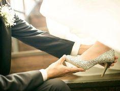 weddingreport* #weddingtbt に参加します^ ^ ガラスの靴を履かせてもらう風ショットですପ(⑅ˊᵕˋ⑅)ଓお気に入りの靴がばっちり写っててお気に入りの1枚です♡ #fortunegardenkyoto #フォーチュンガーデン京都#treatdressing #トリートドレッシング#前撮り#後撮り#ウェディングシューズ#キラキラ#前撮りポーズ #ウェディングドレス #marry本指示書用写真#asakawedding