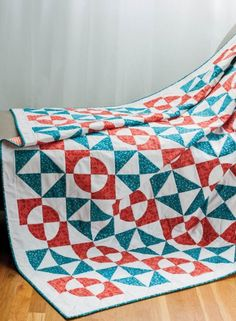 How cool is this Go Retro Drunkard's Path Quilt? You can make so many different color combos with this simple tutorial in a snap. This is a great Christmas gift idea!
