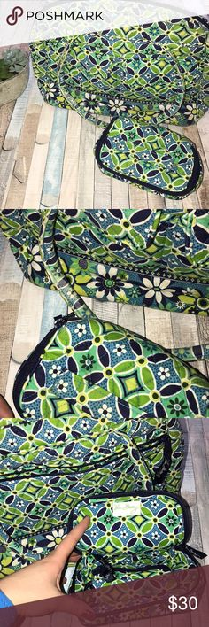 """Vera Bradley daisy daisy travel set EUC Weekender bag is a little dirty in some spots  Zip closure Front flap pockets and back zip pocket Dual handles  Measures about 15""""x11"""" Small travel case zips around and has fold out compartments  Both in great condition  Daisy daisy retired in 2009 Vera Bradley Bags Travel Bags"""