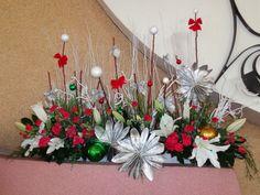 Christmas Flower Decorations, Christmas Wreaths, Holiday Decor, Church Flower Arrangements, Ikebana, Vase, Flowers, Altar Decorations, Flower Arrangements