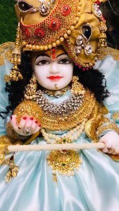 Krishna Gif, Radha Krishna Songs, Krishna Flute, Radha Krishna Love Quotes, Krishna Statue, Baby Krishna, Cute Krishna, Radha Krishna Pictures, Lord Krishna Images