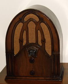 https://flic.kr/p/vMCn67 | Vintage Crosley Fiver Cathedral Radio, Model 148, Broadcast Band Only, 5 Tubes, Wood Cabinet, Made In USA, Circa 1932