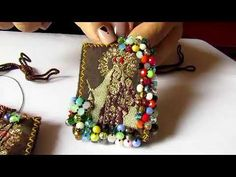 Tutorial - Crea accesorios super fácil - YouTube Simple Bracelets, Seed Bead Bracelets, Handmade Bracelets, Handmade Jewelry, Beaded Jewelry Patterns, Textile Jewelry, Fabric Jewelry, Diy Jewelry Necklace, Jewelry Art