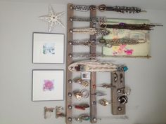 DIY reclaimed wood jewelry holders with knobs & drawer pulls. I love how it turned out ❤