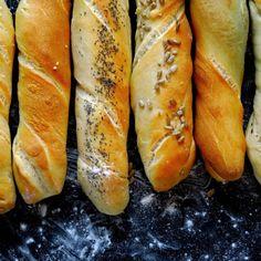 Podmáslové bagetky | Coolinářka Hot Dog Buns, Hot Dogs, Bread, Food, Brot, Essen, Baking, Meals, Breads