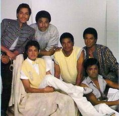 Michael Jackson and his brothers - Thriller Era :) | Curiosities and Facts about Michael Jackson ღ by ⊰@carlamartinsmj⊱