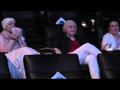 3 Sisters Fighting Cancer Get Unexpected Surprise In An Australian Cinema Prostate Cancer, Breast Cancer, Fighting Cancer, Normal Girl, Shocking News, Cancer Facts, Two Girls, Brave, Sisters