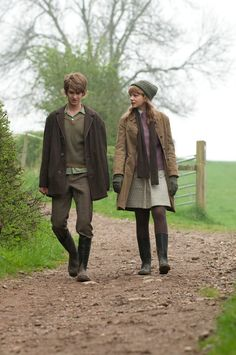 Andrew Garfield and Carey Mulligan in the film Never let me go Story Inspiration, Writing Inspiration, Character Inspiration, Fashion Inspiration, Andrew Garfield, Writing Characters, Story Characters, Harry Potter, Never Let Me Go
