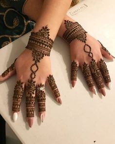 Back hand beautiful henna. Pretty Henna Designs, Finger Henna Designs, Mehndi Designs 2018, Mehndi Designs For Girls, Modern Mehndi Designs, Mehndi Design Pictures, Dulhan Mehndi Designs, Mehndi Designs For Fingers, Mehndi Designs For Hands