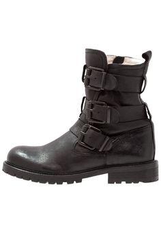 57923743af3c9e 7 Best Frye Boots images | Frye boots, Shoe boots, Women's shoe boots