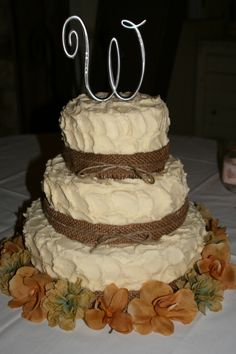 Country Chic Wedding Cakes | Country-style 3-tier wedding cake | Wedding elements