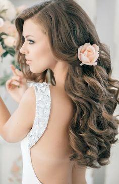 Hochzeit Haare Blumen rosa Rose rückenfreies Kleid