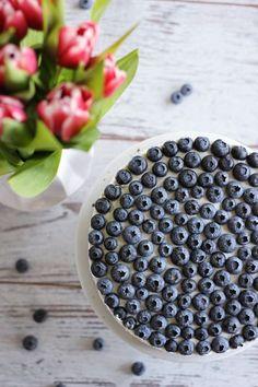 Schoko-Blaubeer-Torte mit Vanillequarkcreme   eatbakelove