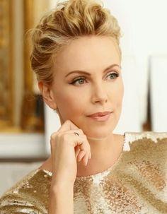 Avant la diffusion en avant-première sur ELLE.fr de la nouvelle campagne J'adore de Dior réalisée par Jean-Baptiste Mondino, découvrez l'interview vidéo exclusive de Charlize Theron. #DiorJadore http://www.elle.fr/Beaute/News-beaute/Parfums/Charlize-Theron-nous-raconte-la-nouvelle-campagne-J-adore-en-exclu-2759644