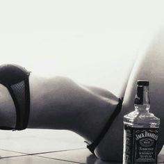 (notitle) - Black and white - Fotografia Jack Daniels Cocktails, Jack Daniels Whiskey, Whiskey Girl, Cigars And Whiskey, Scotch Whiskey, Irish Whiskey, Tattoos Motive, Crown Royal Drinks, Gentleman Jack