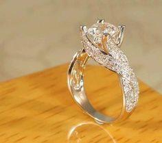 miren el anillo que me puse en la primera comunion