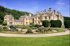 Another stunning house in Devon - Mamhead House has 16 bedrooms and is on for sale at It is at Mamhead, Exeter. This house is really amazing! As well as Mamhead house, if you go north west of the house you find Mamhead Castle. Georgian Mansion, Georgian Homes, Beautiful Castles, Beautiful Homes, English Manor Houses, Countryside Wedding, International Real Estate, Expensive Houses, Mansions Homes