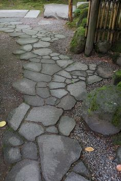 Broken edge stone pavement, called Ararekoboshi, leads to the middle of the Tea Garden.