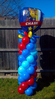Paw Patrol Balloon Column  En la Poste de la entrada de la casa y con el globo de Marshall