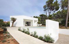 4 Porches and 4 Skylights House / Ferran Vizoso + Jesús Cardona