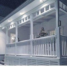 Andra året jag bodde i huset gjorde jag världens finaste ljuskrona av gran som hängde på stora verandan över julen. Otroligt fin✨ #interiordesign #interiordecor #interiorstyling #interiors #interior123 #christmas #christmastree House With Porch, Decks And Porches, Inspired Homes, Porch Decorating, Old Houses, Front Porch, Exterior Design, Outdoor Living, House Plans