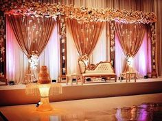 Deko Hochzeit The Effective Pictures We Offer You About boho wedding decorations A quality picture can tell you many things. You can find the most beautiful pictures that can be presented to you about Indian Wedding Stage, Wedding Stage Design, Wedding Reception Backdrop, Wedding Mandap, Wedding Receptions, Desi Wedding Decor, Wedding Hall Decorations, Marriage Decoration, Wedding Wall