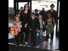 Angelina Jolie Source  Says Kids Chose To  Spend Thanksgiving  Without T...