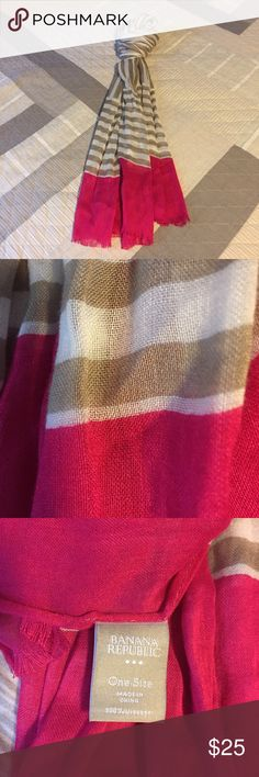 💕Beautiful Banana Republic Scarf 💕 This scarf is like brand new. The colors are beautiful. I just don't have anything that matches. Hope someone can create a beautiful outfit🌺 Banana Republic Accessories Scarves & Wraps