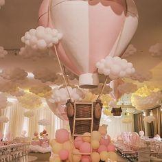 Bons sonhos ☁️✨🌙✨☁️ #festademenina #festabalao #balao #hotairballoon #festainfantil #kidsparty #diegosegurafestas 📷 @vap.kids @valneimelegatti Baby Shower Balloons, Baby Shower Themes, Baby Shower Parties, Baby Shower Decorations, Fairy Birthday Party, 1st Birthday Parties, Baby Birthday, Balloon Decorations, Birthday Decorations